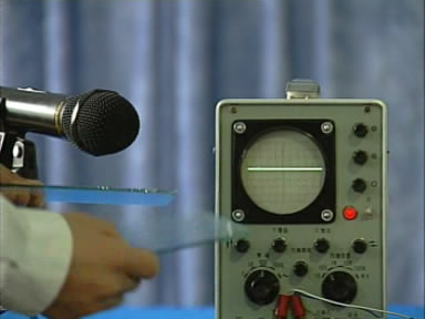 刮玻璃发出的声音在示波器上显示的波形