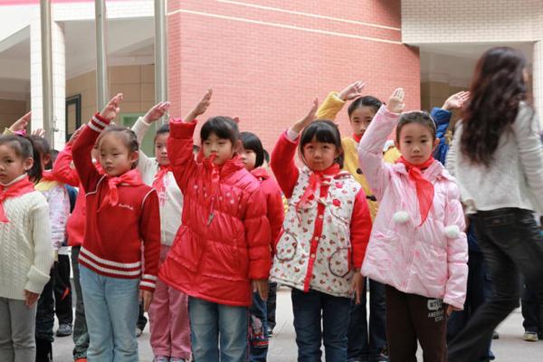 【重庆市沙坪坝区树人小学】红领巾,我为你自西双小学吧图片